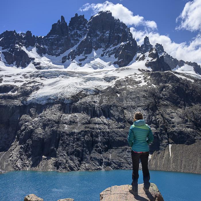 Ženska pred Cerro Castillo