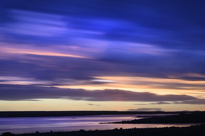 večerna slika sončni zahod nad reko Deseado