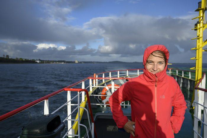 ženska na trajektu