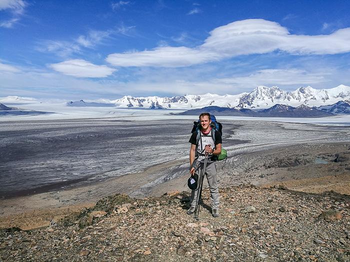 moški pohodnik nad Southern Patagonian Ice field