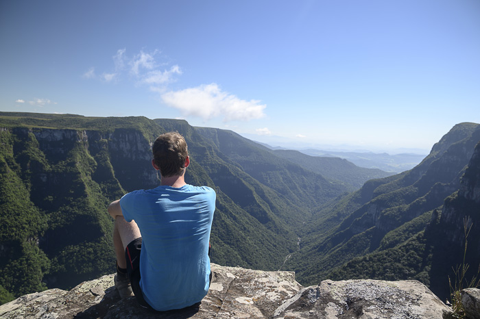 moški na robu kanjona Serra Geral