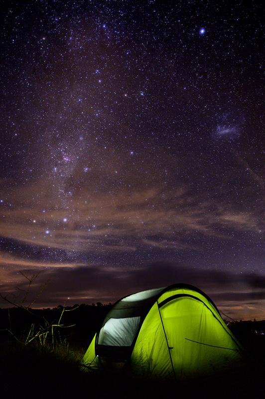 šotor pod zvezdnim nebom