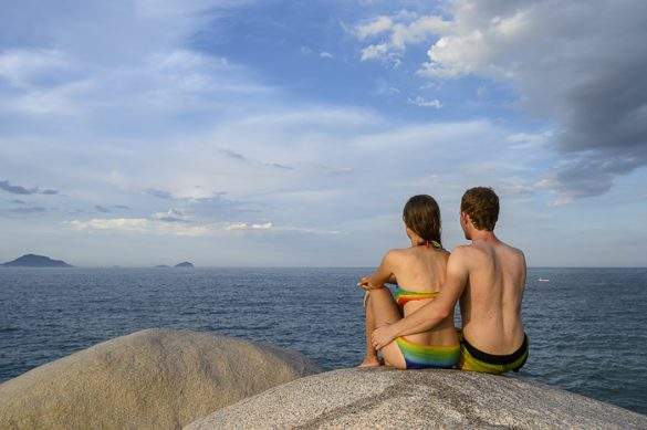 par na skali nad morjem