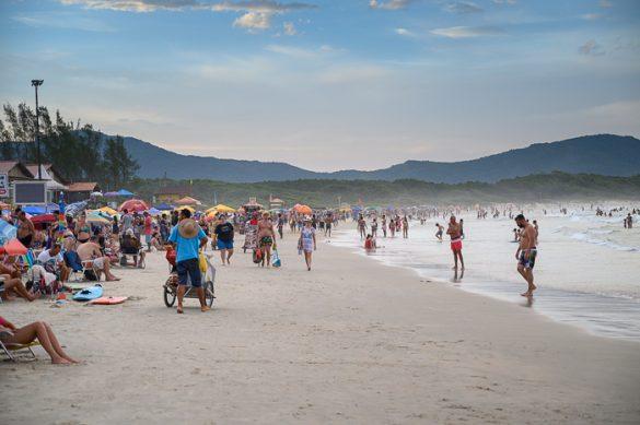 nabito polna brazilska plaža