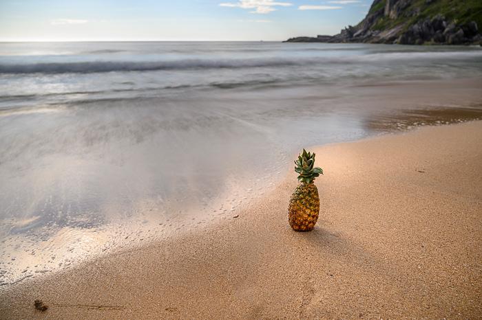 ananas na plaži