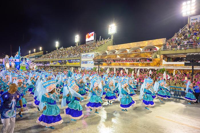 plesalci sambe na sambadromu