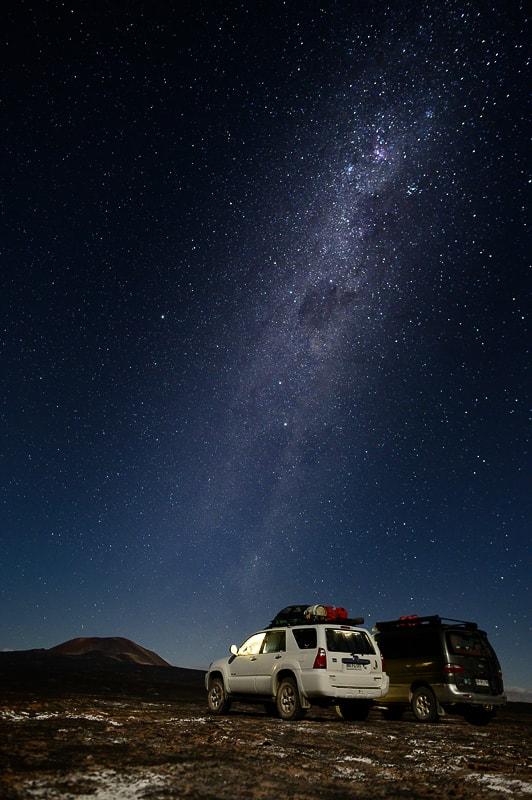 kampiranje v avtu pod zvezdami