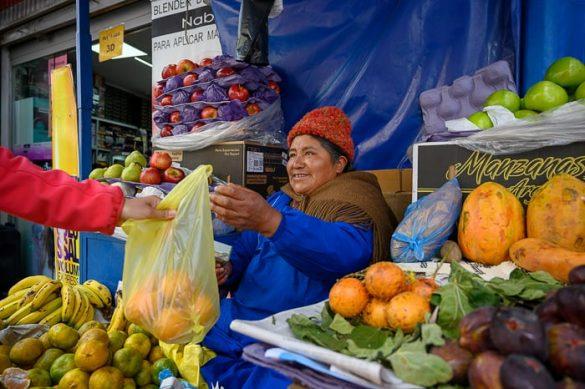 staroselska prodajalka sadja v La Pazu