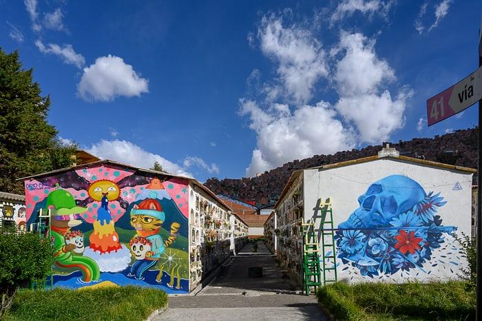 stenske poslikave na pokopališču v La Pazu
