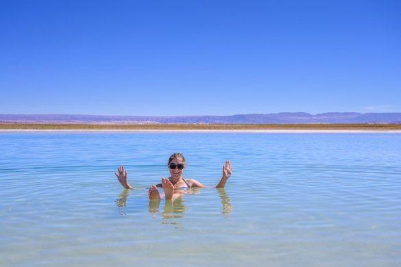 ženska lebdi v laguna cejar