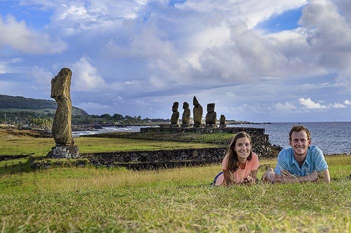 par pred moai kipi na Velikonočnem otoku