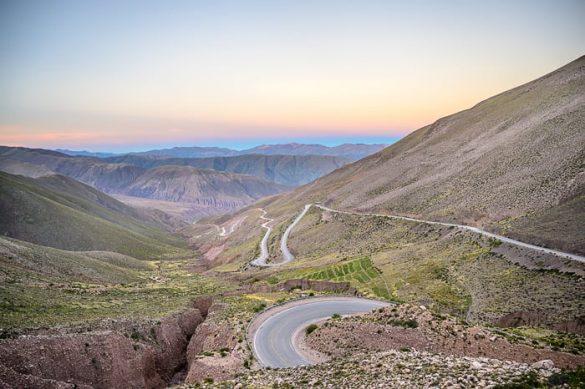 cesta čez prelaz v Argentini