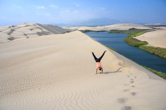 ženska na sipini Laguna de Moron