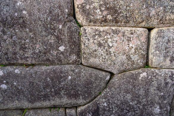 natančno postavljeni kamni v zidu. Inkovski zid