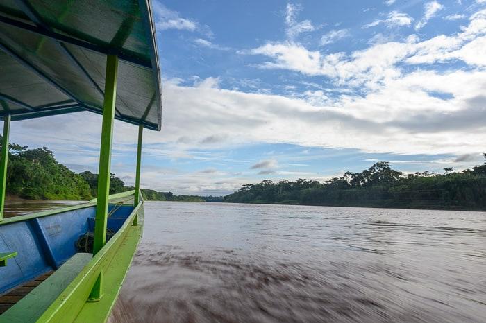 čoln na reki Tambopata