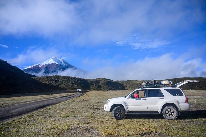 avto toyota 4runner v nacionalni park cotopaxi