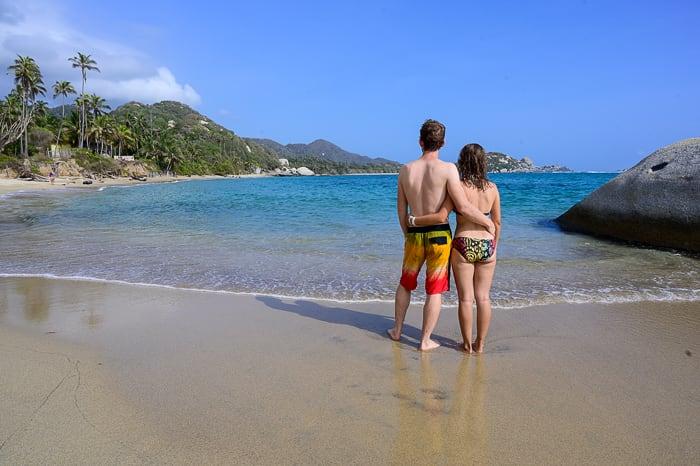 par na plaži La Piscina