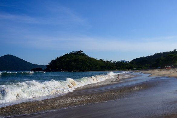 valovi na plaži Ubatuba