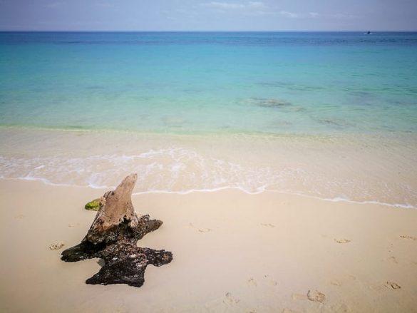turkizno morje in bel pesek - Playa Blanca blizu Cartagene