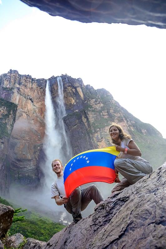 zastava Venezuele pod Angelovim slapom