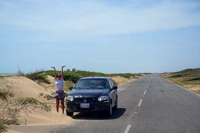 avto ob cesti na peninsula paraguana