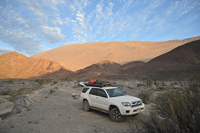 Toyota 4runner pod sipinami v Peruju