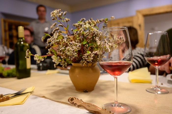 kozarec vina, cvička