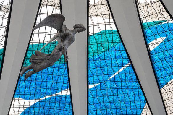 Angel v kupoli katedrale v BRaziliji