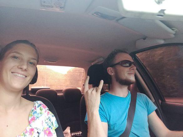selfie para v avtomobilu