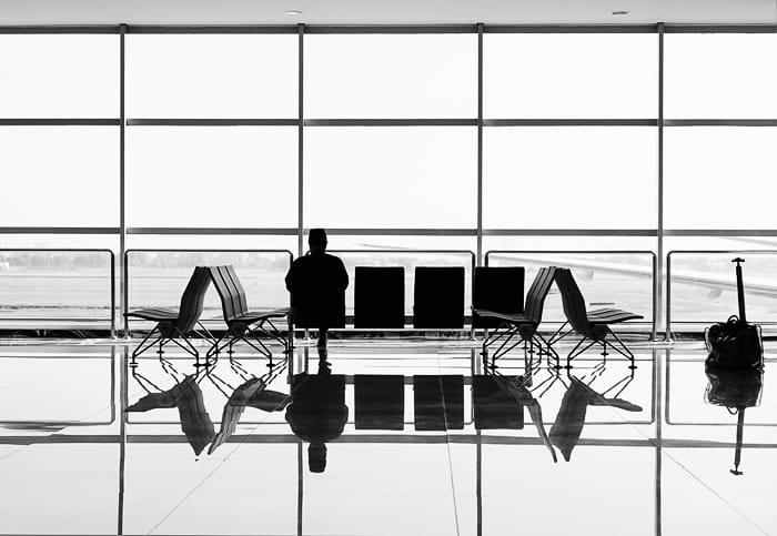 moški v čakalnici