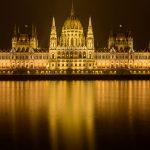 madžarski parlament ponoči