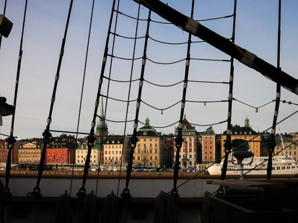 pogled na Stockholm skozi mrežo