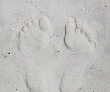 odtis stopal v pesku