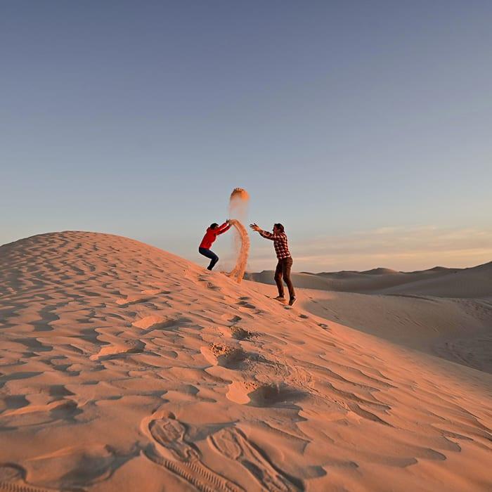 moški in ženska v puščavi Sahara, Tunizija