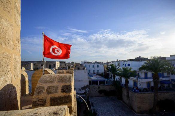 tunizijska zastava na utrdbi