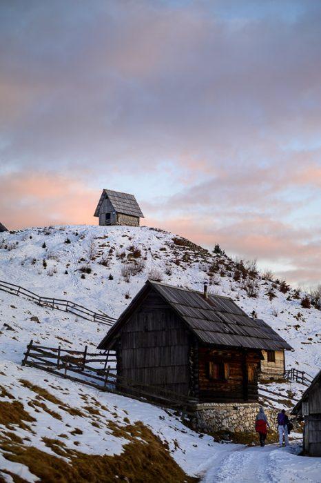 pastirska koča na vrhu hriba, planina zajamniki
