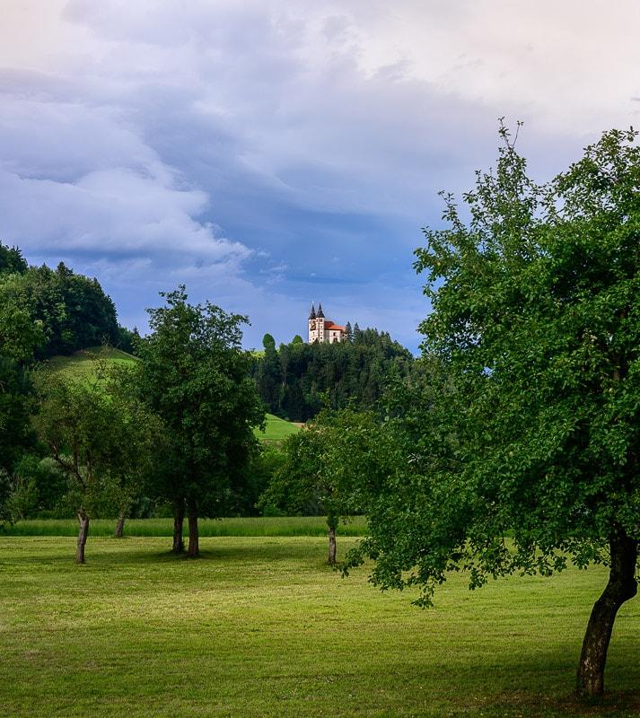 cerkev na hribu, Poljanska dolina, Slovenija
