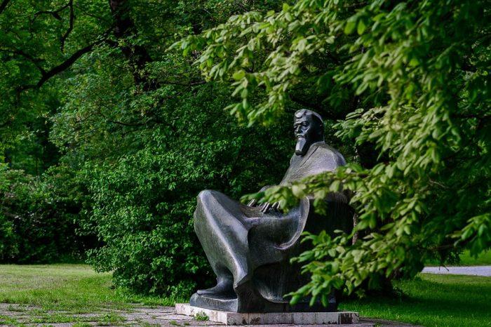 kip Ivana Tavčarja, Visoko pri Poljanah