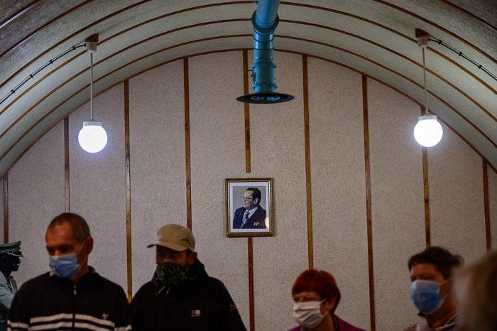 fotografija Tito na steni v bunkerju Škrilj