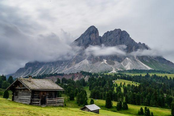 Pogled s prelaza Passo delle Erbe na gore v skupini Odle