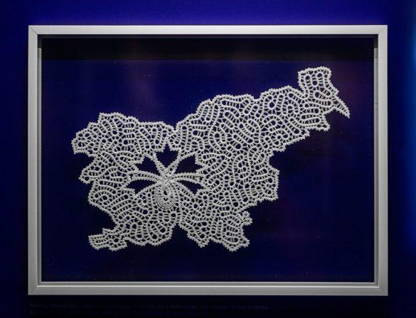 oblika slovenije iz idrijske čipke
