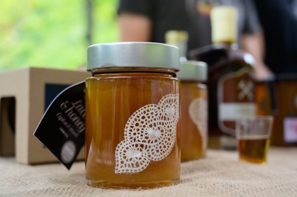 Idrijski med z jedilno čipko