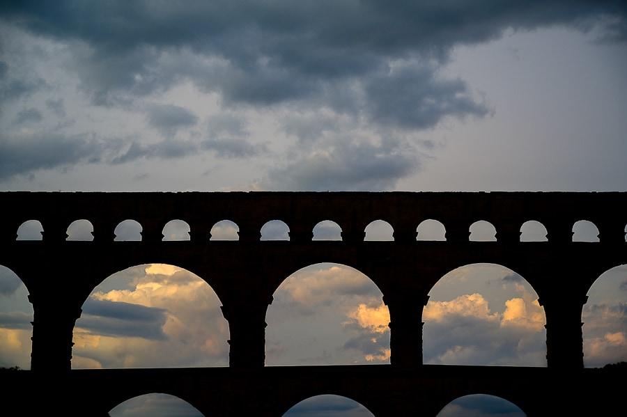 akvadukt Pont du Gard v večerni svetlobi