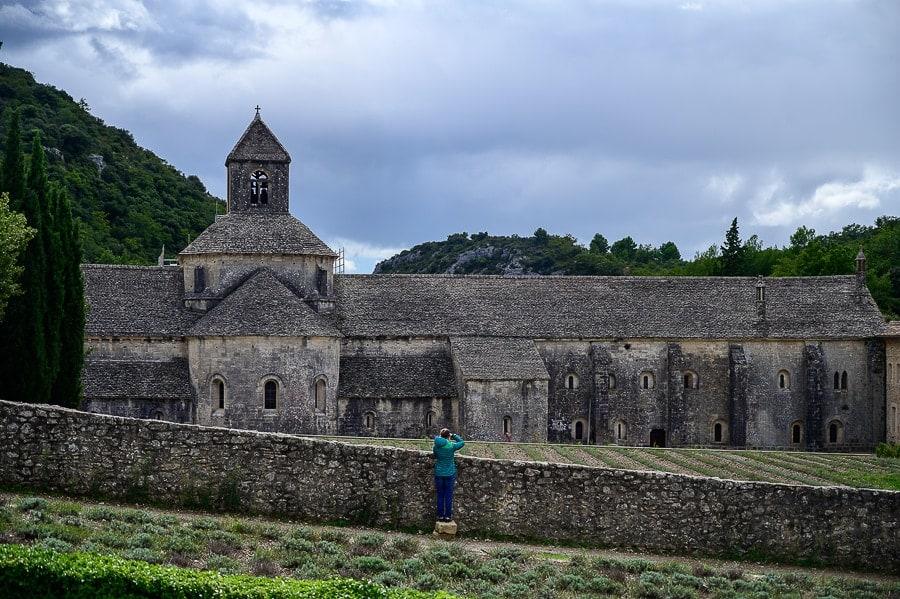 Senanque abbey, siv, iz kamna grajen samostan v Franciji