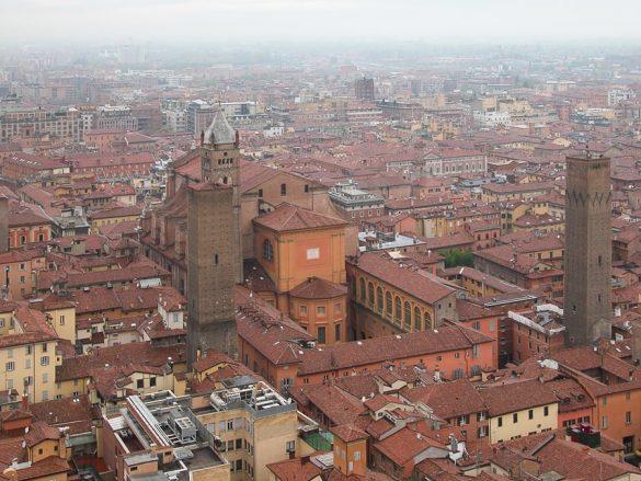 pogled na Bologno s stolpa orre degli Asinelli