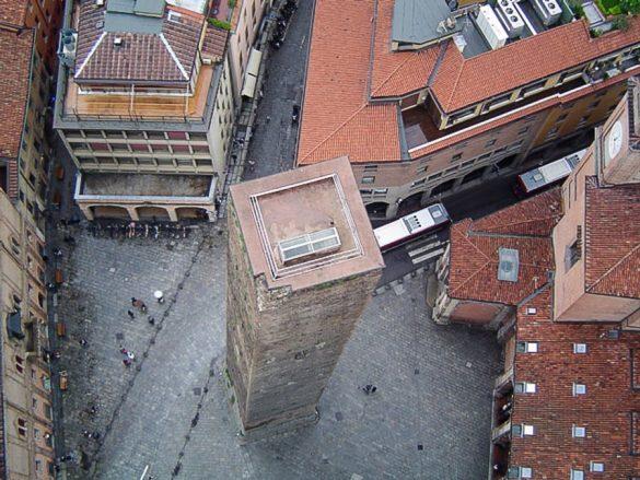 stolp v Bologni iz zraka