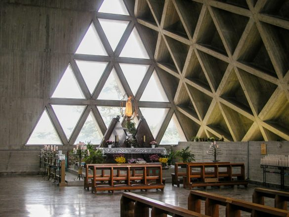 betonska cerkev v bližini Trsta
