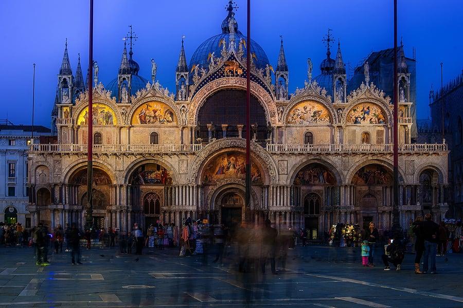 nočna fotografija bazilika svetega marka, benetke