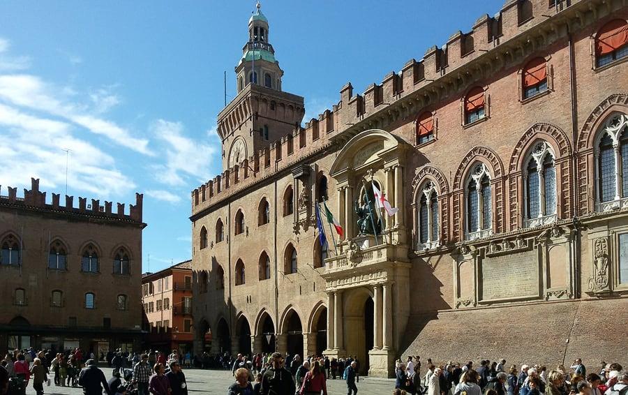 Piazza Maggiore - baročna stavba Bologna