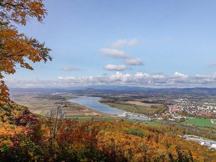 Posavje: pogled na široko reko Savo in okoliške ravnice